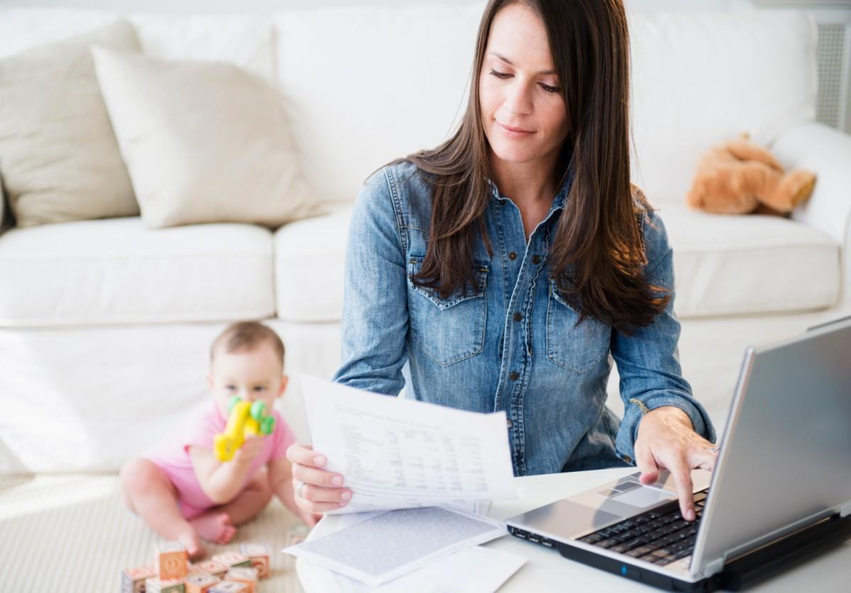 20 ideias de negócio para mães que querem trabalhar em casa pela Internet