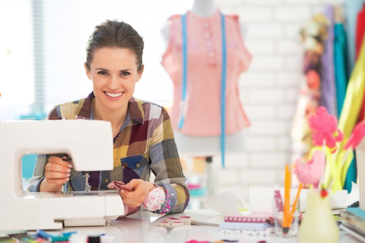 12 ideias de negócio para ganhar dinheiro com sua máquina de costura